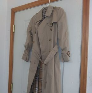 Vintage Burberry Women's small trench coat